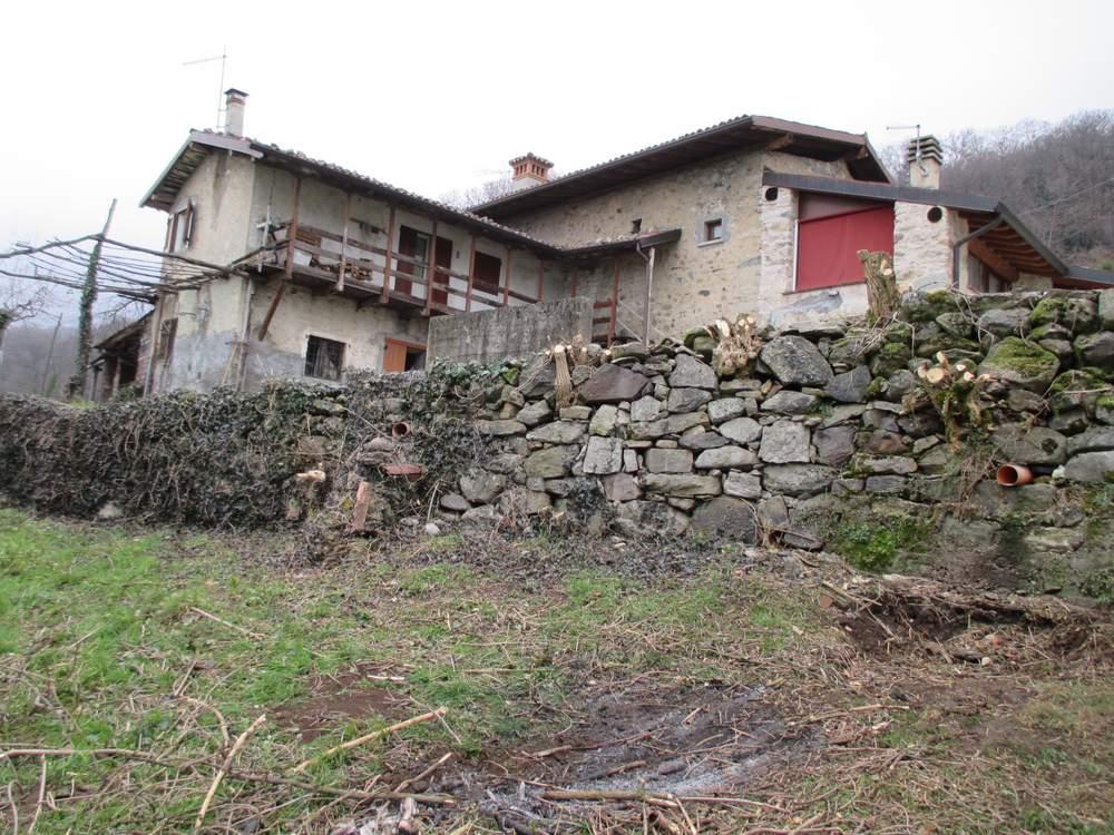 Muri in pietra prima del restauro (3)
